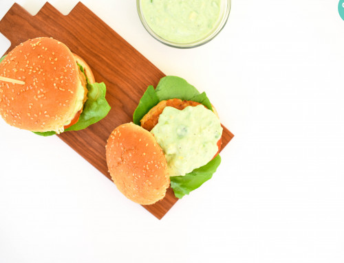 RECEPT: Kipburger met avocado
