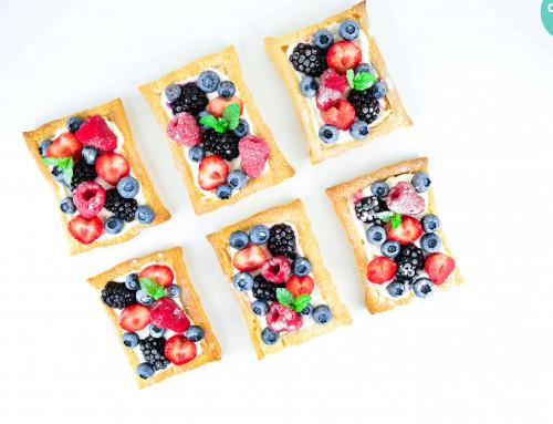 RECEPT: Bladerdeegtaartjes met fruit