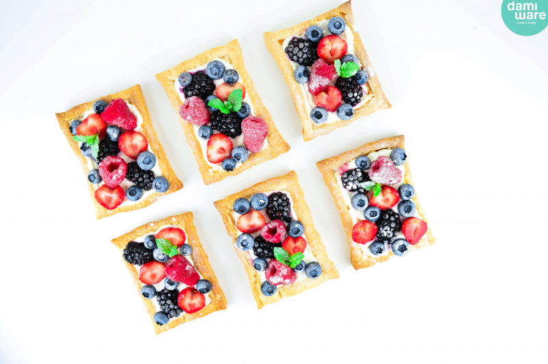Puff Pastry Tarts with Fruit and Mascarpone